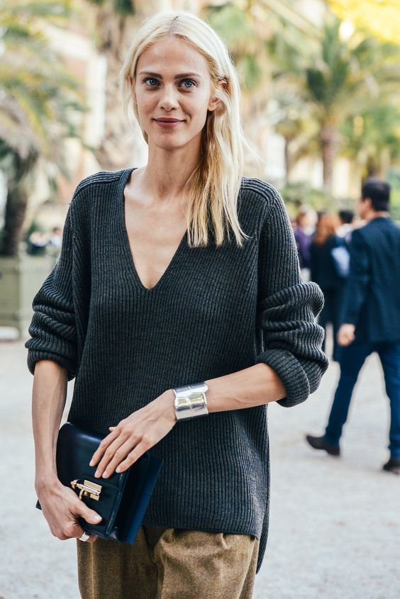 V-neck sweater, black-brown trousers