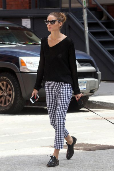 V-neck sweater, black and white checked drainpipe trousers and Oxford shoes