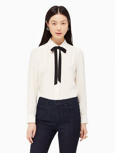 white and black fly button shirt with black skinny jeans