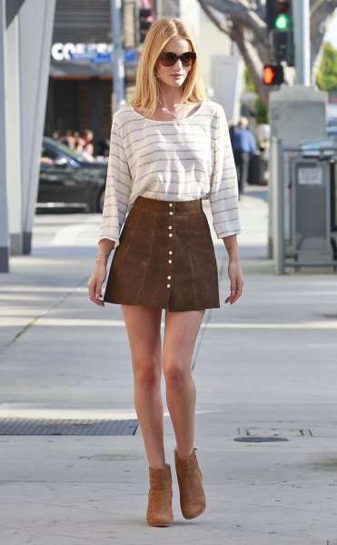 white-gray striped t-shirt with suede skirt with mini button on the front
