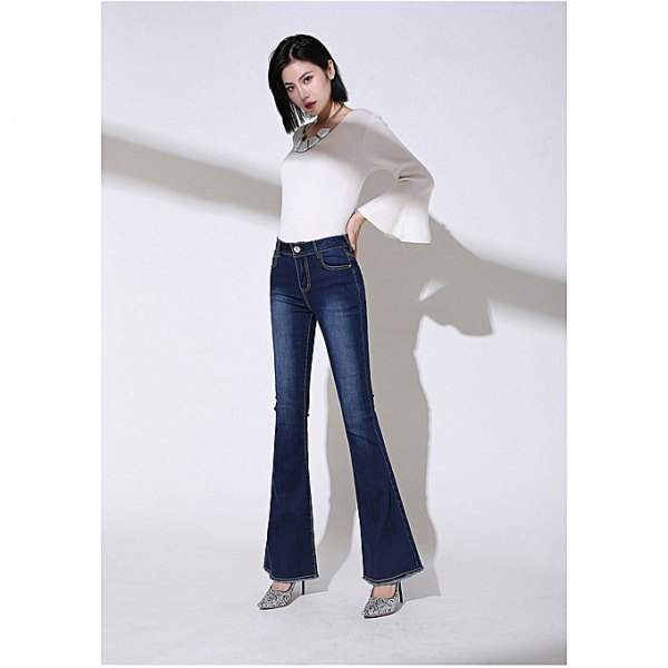 white top with bell sleeves and dark blue jeans with a high bell bottom