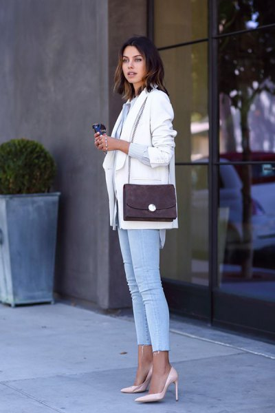 white blazer with light blue skinny jeans and pink heels