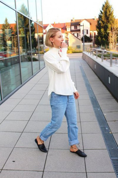white blouse with blue ripped boyfriend jeans