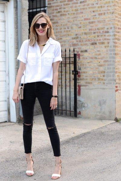white blouse with buttons and black skinny jeans