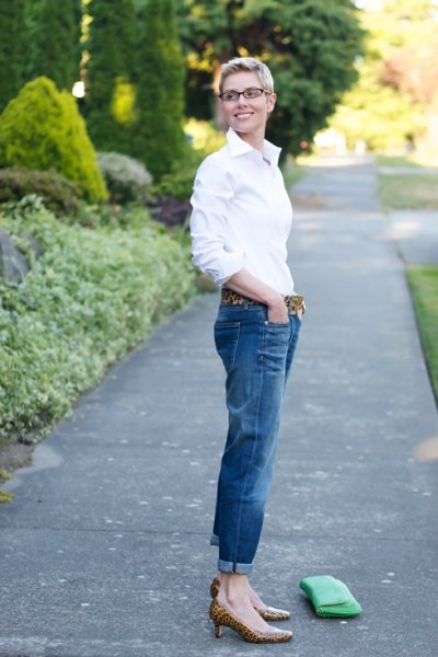 white shirt with buttons, blue jeans with cuffs and low heels with leopard print