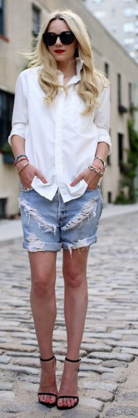 white shirt with buttons and blue boyfriend shorts made of jeans with ribs and cuffs