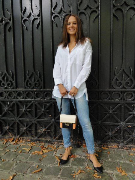 white shirt with buttons, light blue skinny jeans and black flats