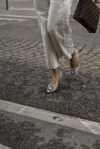 white shirt with buttons, linen trousers and silver-blue kitten heels
