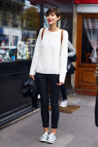 white cable knit sweater with blue skinny jeans with cuffs