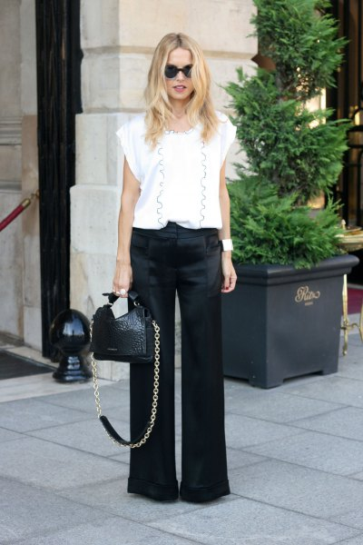 Blouse with printed white cap sleeves and black pants with wide legs