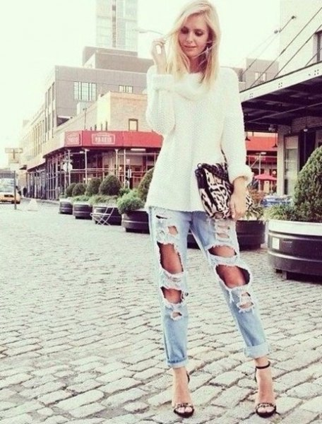 white, coarsely knitted sweater with light blue boyfriend jeans