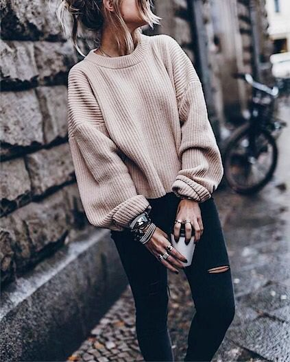 white, chunky, ribbed autumn sweater with black, ripped skinny jeans