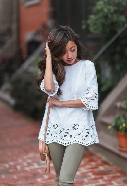 white crochet lace tunic blouse with gray skinny jeans