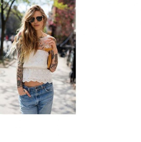 white short strapless lace shirt made of peplum with blue boyfriend jeans