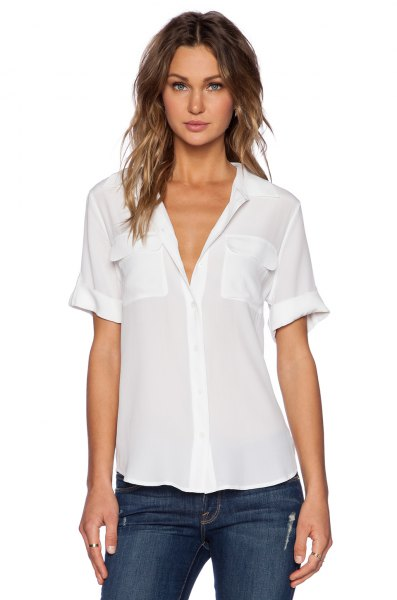 white short-sleeved chiffon shirt with cuffs and dark skinny jeans