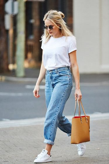 White cut t-shirt with blue high-waisted boyfriend jeans with cuffs