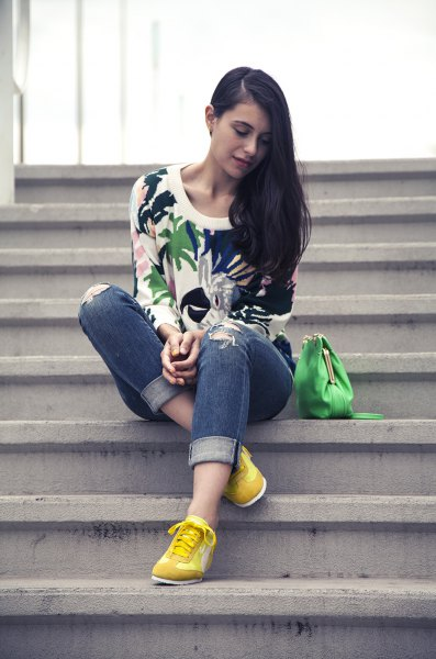 white sweatshirts printed with flowers, yellow sneakers