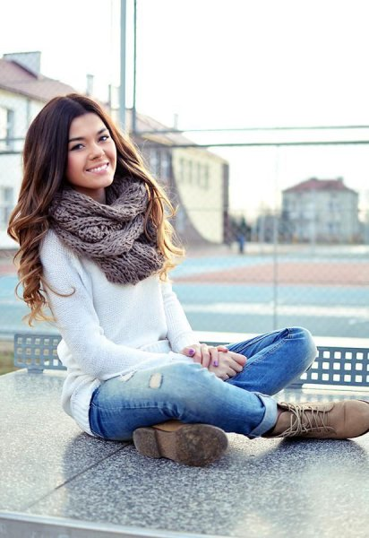 white knitted jumper jeans with cuffs