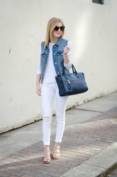 Skinny jeans outfit made of white knitted sweater