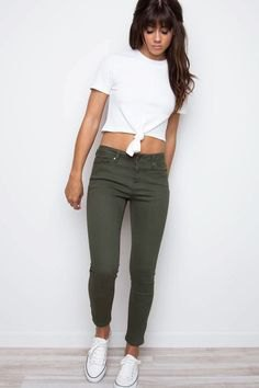 white knotted T-shirt with olive-green, shortened skinny jeans