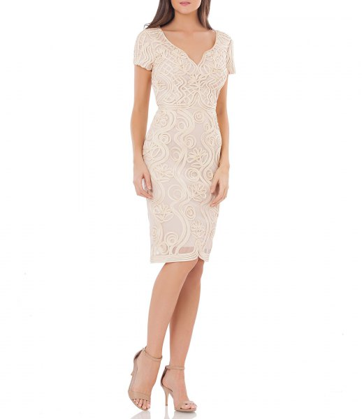 Bodycon knee-length cocktail dress made of white lace