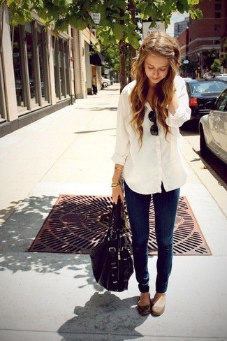 white linen boyfriend shirt with dark jeans and matte brown leather shoes with rounded toes