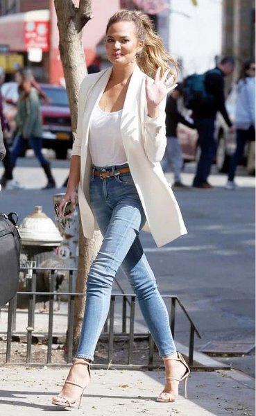 long white blazer with a tank top with a scoop neckline and blue skinny jeans