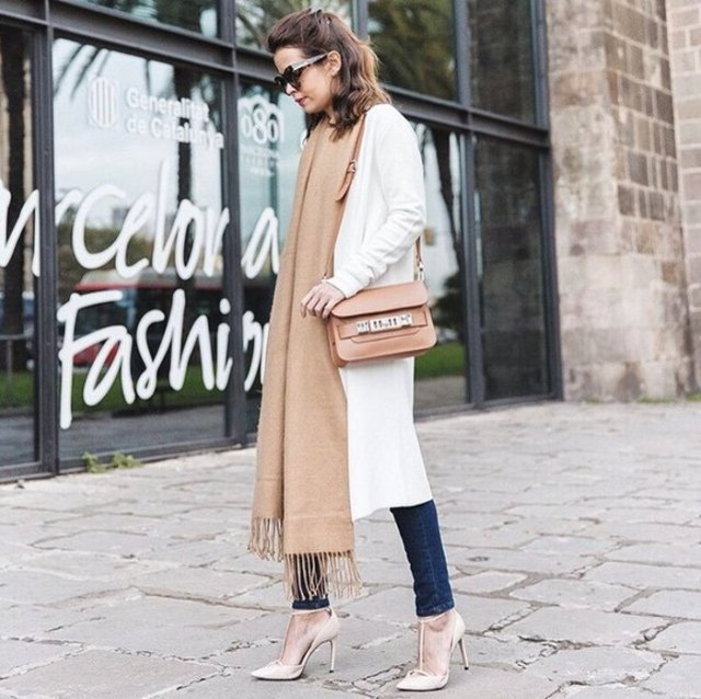 white long-linen cardigan with dark skinny jeans and a blushing maxi scar