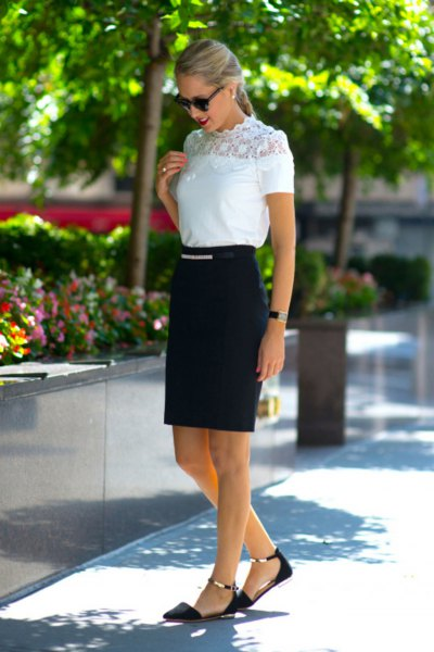 White short-sleeved top made of mock-neck lace with a black high skirt