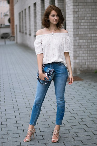 Off shoulder white blouse with skinny jeans and blue jeans pocket