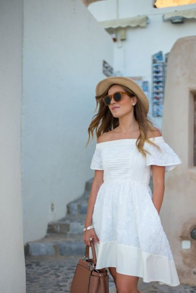 white strapless mini dress made of cotton with straw hat