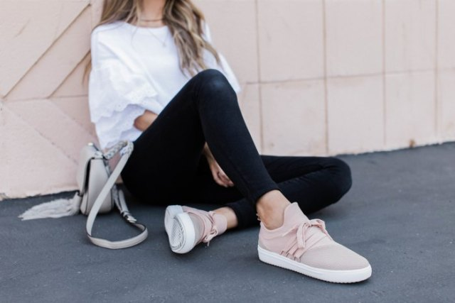 white oversized t-shirt with black skinny jeans and light pink hiking boots