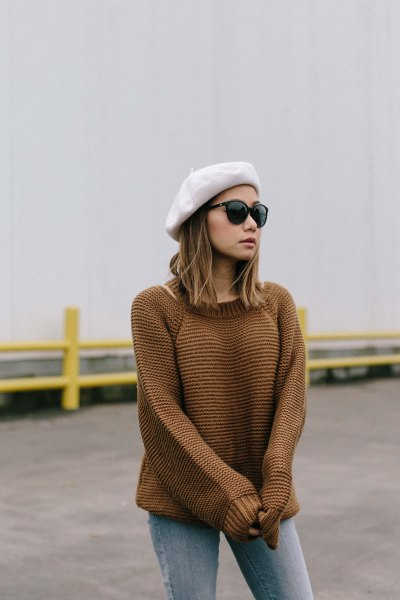 white painter's hat with knitted sweater and gray jeans