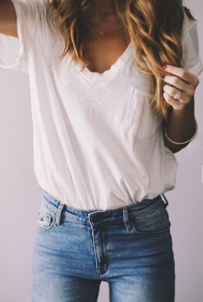 white t-shirt with pocket front and blue skinny jeans