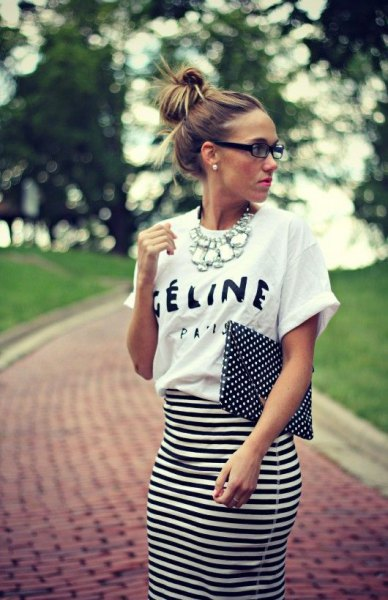 T-shirt with a white waist and high waist