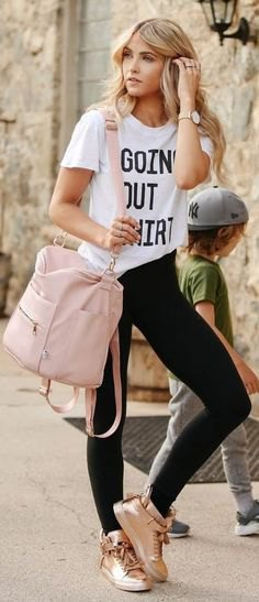 white printed t-shirt with black skinny jeans and gold sneakers