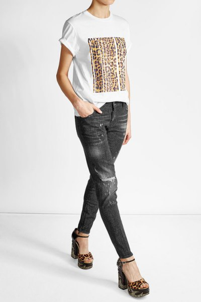 T-shirt with white print and black biker jeans with a slim fit