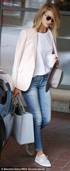 white, relaxed blazer with white T-shirt and light blue skinny jeans