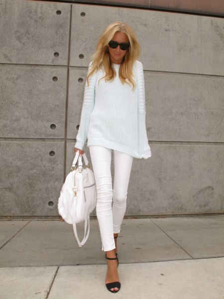 white, ribbed knitted sweater with a relaxed fit and matching skinny jeans