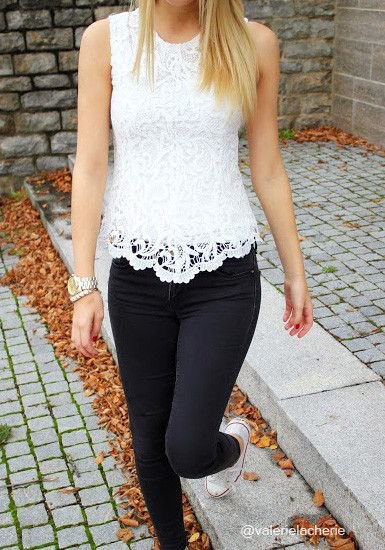 white lace tank top with scalloped hem and black skinny jeans