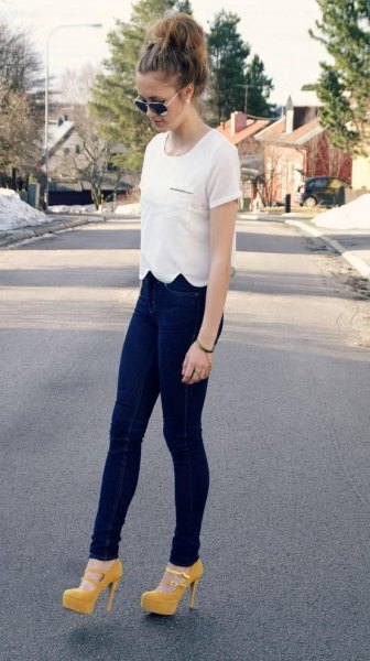 white scalloped t-shirt with dark blue jeans and yellow heels