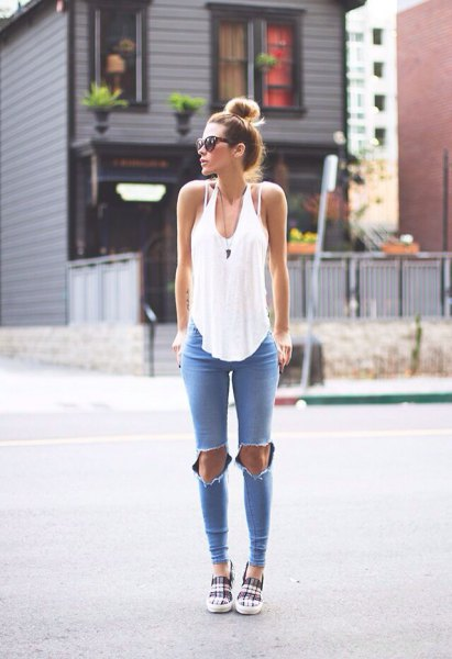 white, loosely cut tank top with scoop neckline and blue skinny jeans