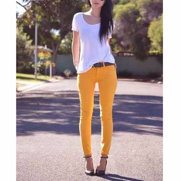 white slim fit t-shirt with scoop neckline and slim pants