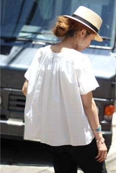 white short-sleeved blouse with straw hat and black jeans