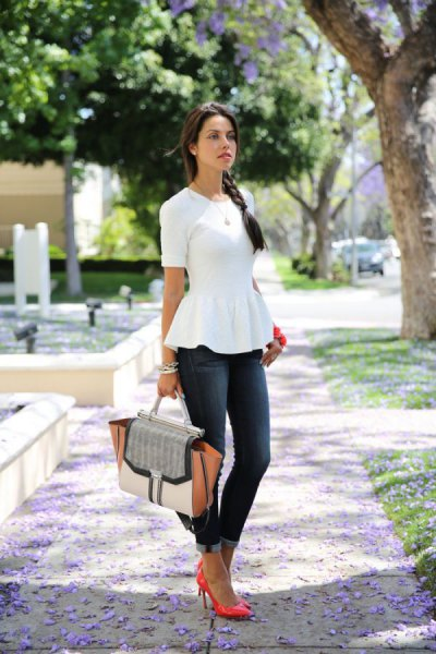 white short-sleeved peplum blouse with gray skinny jeans