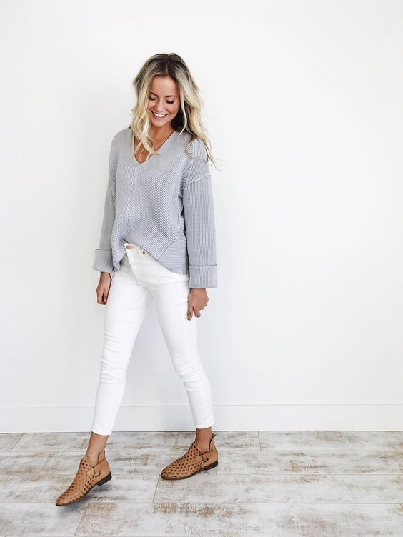 Love this classy outfit! Simple and elegant. White skinny jeans .