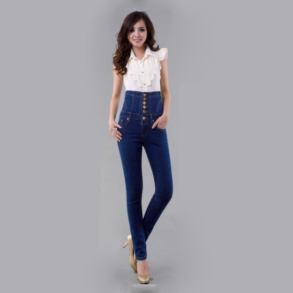 white sleeveless blouse with pulled up skinny jeans with button placket