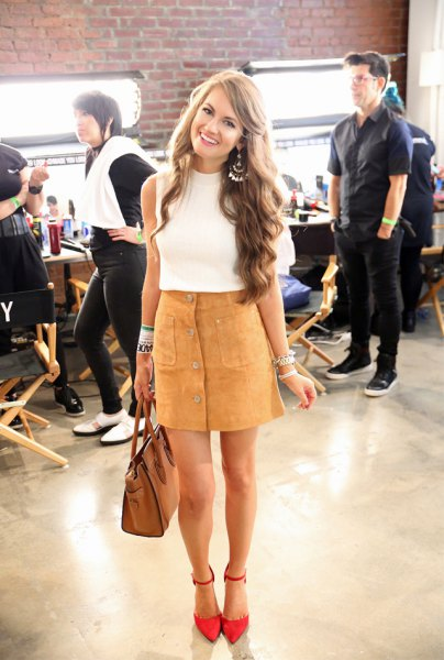 white sleeveless knitted sweater with stand-up collar and brown skirt in front