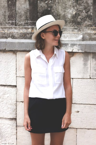Details of the white sleeveless shirt pocket on the front