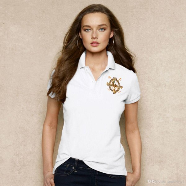 white, embroidered polo shirt with slim fit and dark skinny jeans